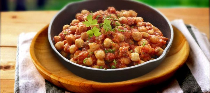 Garbanzos fritos con tomate